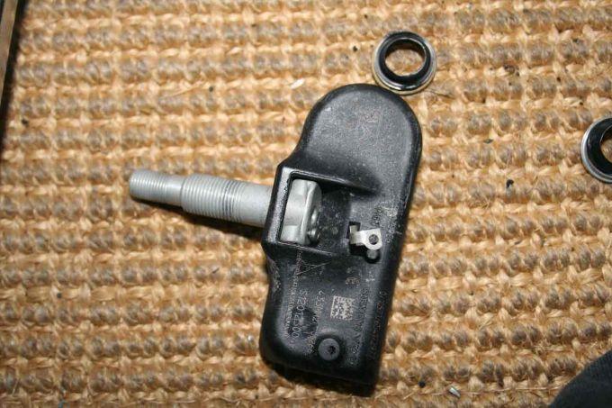 valve fissur e capteur pression pneu tpms vdo s180014820z m canique lectronique forum. Black Bedroom Furniture Sets. Home Design Ideas