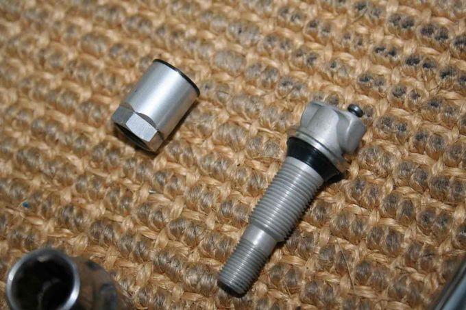 pneu 407 sw dimensions pneus peugeot 407 sw pneu dunlop d407 sw flanc blanc fin 180 65 16 tl. Black Bedroom Furniture Sets. Home Design Ideas